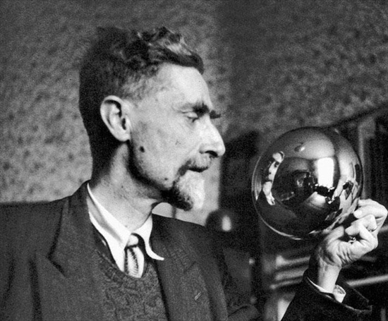 M.C. Escher and the crystal ball used for his self portrait (1935)